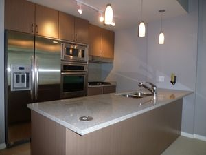 (easyrent.ca) 2 Bed, 2 Bath in Coal Harbour w/ Parking! Available Apr 1!