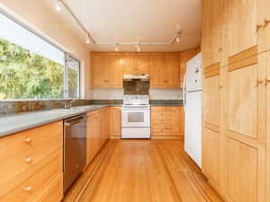 (easyrent.ca) Upgraded 3 Bd, 1.5 Bth Unit in Upper Lonsdale! Avail NOW