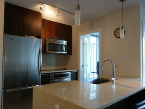 (easyrent.ca) Furnished Studio + Den in Yaletown! Avail March 1st!