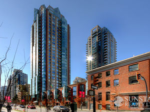 Yaletown Renovated 640sf 1 Bed Condo w/ Balcony @ The Pinnacle (308)