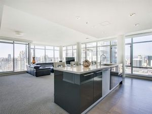 GIGANTIC sub-penthouse 4bd+3.5bth+2pkg L'HERMITAGE fantastic location Robson & Richards!