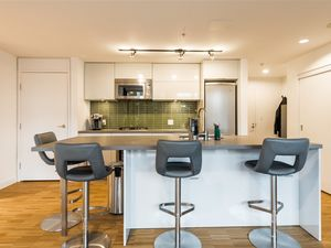 (easyrent.ca) Gastown 2 Bd, 2 Bth w/ Unobstructed Water Views! June 1
