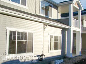 Great 2 Bedroom Townhouse in Cougar Ridge