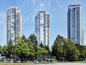 Metrotown 2 Bed 2 Bath 831sf Condo w/ Large Balcony & Stunning Views @ MET 1