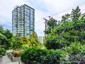 Coal Harbour 2 Bed + Office 1.5 Bath Condo by Seawall @ The Park