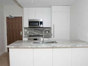 $2200/ Brand New Luxurious 1 bedroom + Den in Kitsilano With Bonus