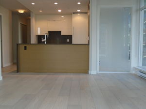 Fantastic RIGHT DOWNTOWN Brand New Floors & Fresh Paint 2bd+1bth+den+flx+pkg COSMO now or January 1st