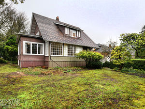 Kerrisdale 3 Bed 2 Bath 3 Level 3000sf Character House w/ Huge Yards