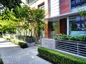 Coal Harbour 2 Bed + Off Air Cond 2 Lvl Townhouse @ One Harbour Green