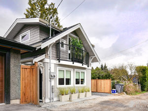Point Grey 1 Bed 1.5 Bath 2 Level Furnished Laneway House (4466)