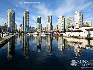 False Creek North Luxurious Modern Waterfront Condo @ Peninsula (2303)