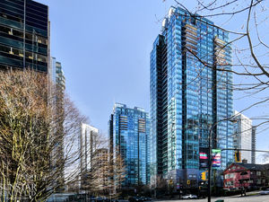 Coal Harbour 1 Bed 1 Bath Condo w/ Partial City & Water Views @ Residences on Georgia