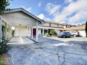 Woodwards 3 Bed Half Duplex w/ Huge Fenced Backyard & Carport