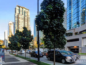Coal Harbour 1 Bed + Den Condo 2 Blocks to Seawall @ Classico
